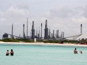 Why would I put a picture of a refinery in a story that has nothing to do with oil?